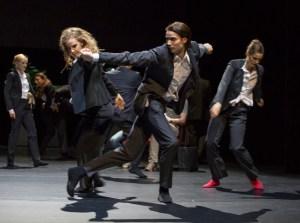 Wun Sze Chan: It is passing by – Sabrina Delafield, Richard Jones, Ensemble. Foto: Gert Weigelt.