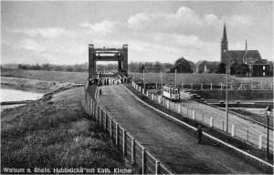 Seit 1935 überquert die Hubbrücke den neuen Nordhafen. Die Straßenbahn endet hier. Foto: © Reinhold Stausberg / Sutton Verlag.