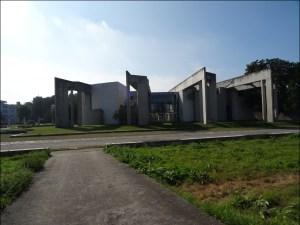 Wie die Finger einer ausgestreckten Hand: Das Jüdische Gemeindezentrum im Innenhafen. Foto: Petra Grünendahl.