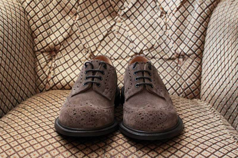 trickers_bouton_brown_suede_02
