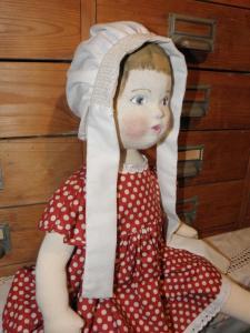Anna laver også de skønneste dukker, her Rødhætte.