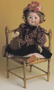 Bl.a. kan du se denne søde tyske dukke på museet!