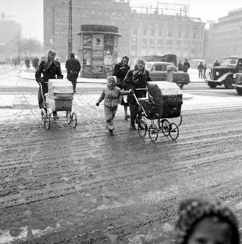 En vinterdag ved Rådhuspladsen først i 1950érne. Fotograf ukendt.