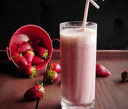 Milkshake cu capsuni si zmeura