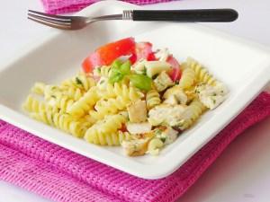 Salata de paste cu pui si mozzarella