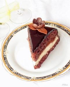 Tort aniversar cu ciocolata si crema de iaurt