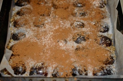prajitura-rasturnata-cu-prune-1