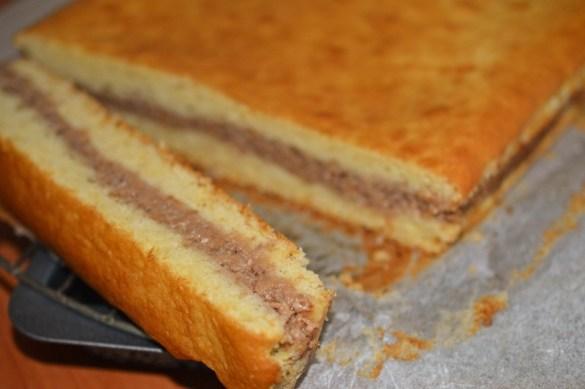 Cum se face prajitura turnata cu mere si nuci