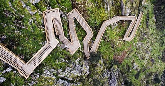Choáng ngợp trên cung đường lát gỗ ở Bồ Đào Nha