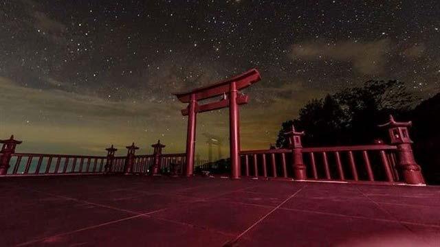 Khung cảnh cổng trời chùa Linh quy Pháp Ấn về đêm - Du hí đó đây