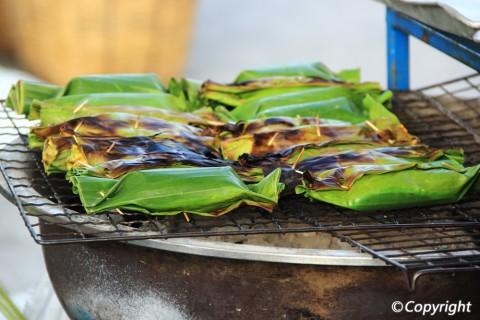 5-mon-an-vat-thom-ngon-tren-tung-ngon-tay-ban-phai-thu-o-bangkok-ivivu-1