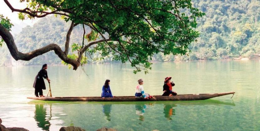 Có ngay ảnh đẹp khi tới hồ nước đẹp nhất ở Việt Nam