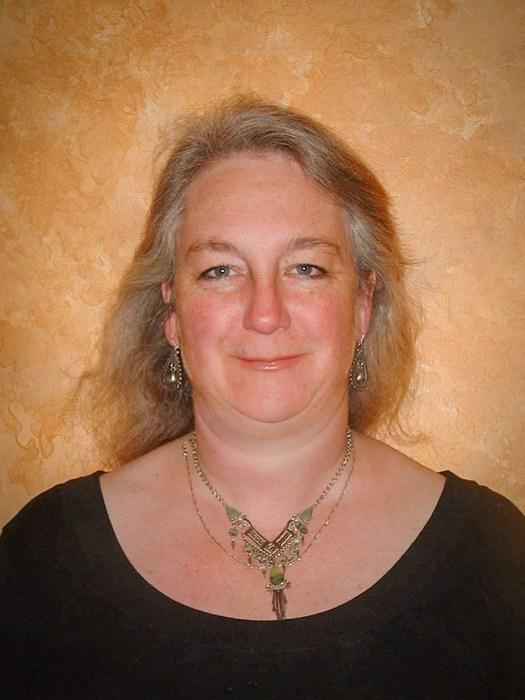 Theresa Hornstein teaching with the Duluth Folk School