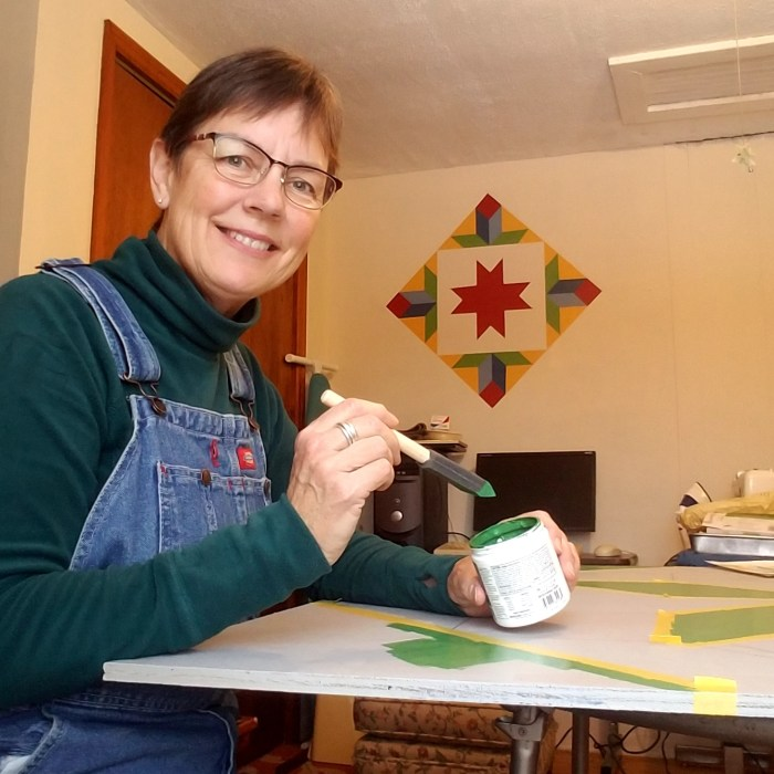 Photo of Duluth Folk School instructor Jill Dalbacka