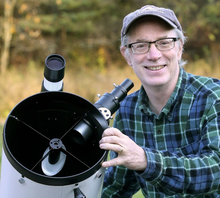 Bob King teaching at the Duluth Folk School