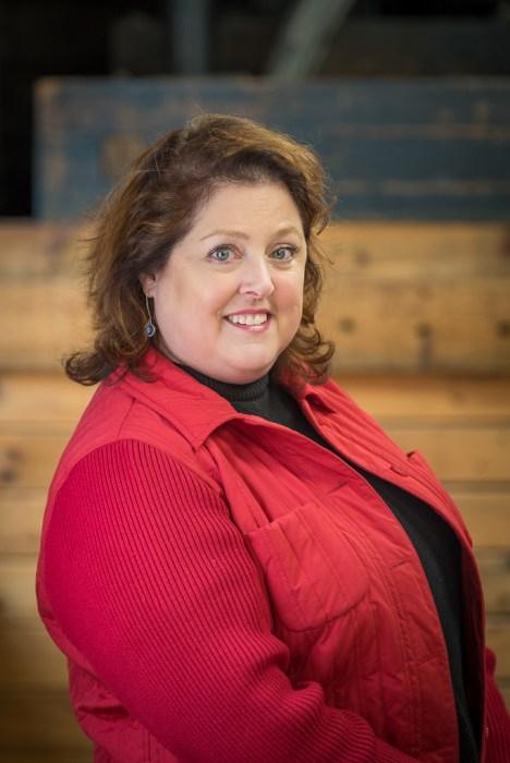 Duluth Folk School Instructor Laurie Hall