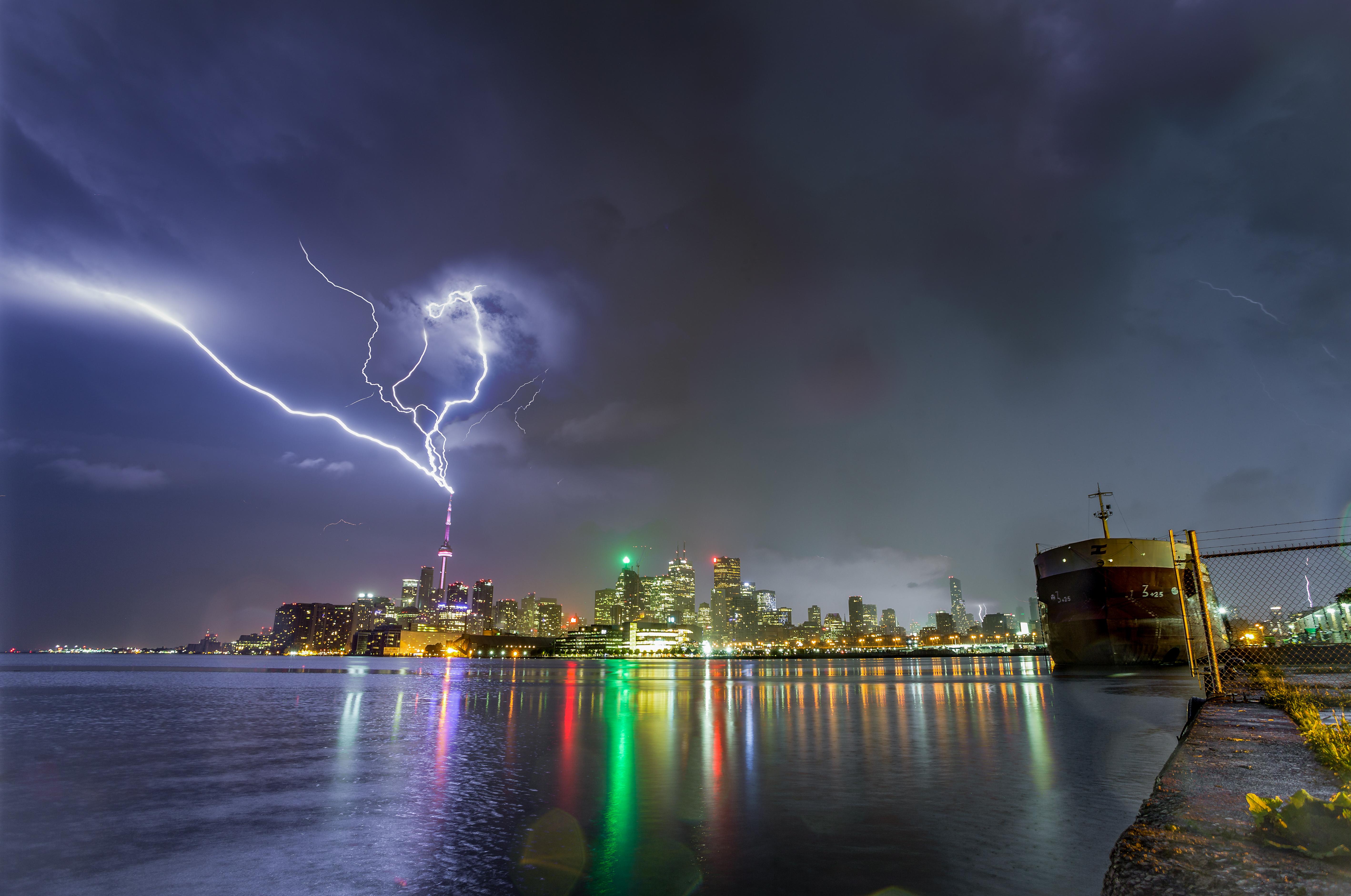 Cn Tower Lightning 02 Duncan Co