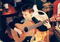 little-dunc-playing-guitar