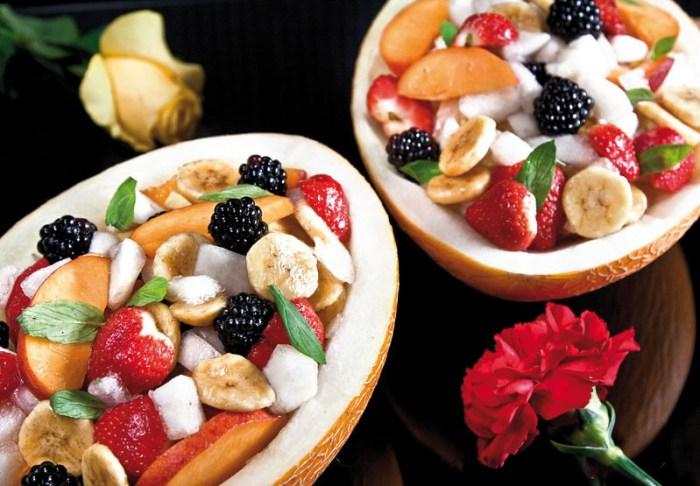 подача фруктового салата