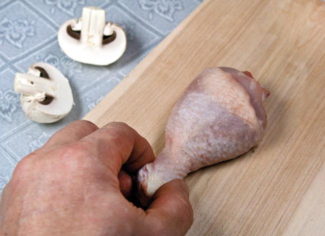 подготовка куриной голени к фаршированию