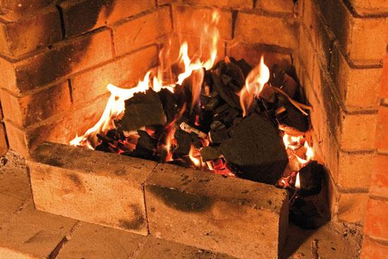 добавление к растопке мангала древесных углей