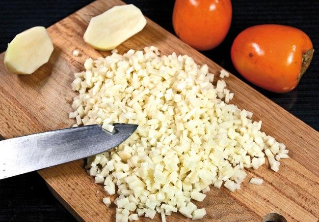 нарезка картофеля для хунона (ханума) с картофельной начинкой