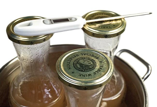выдержка бутылок с вином в горячей воде