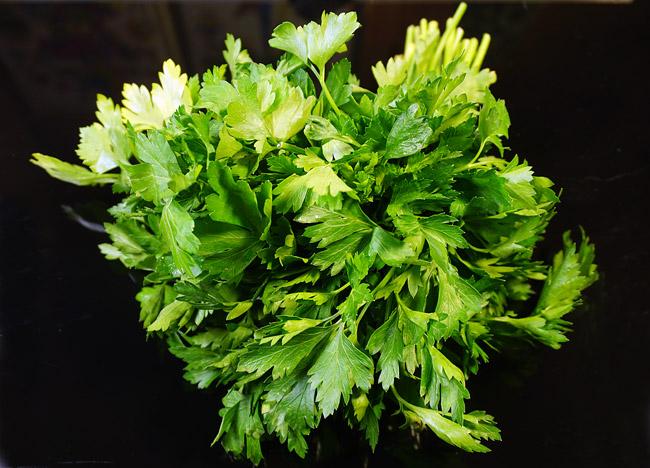 пучок зелени для бульона