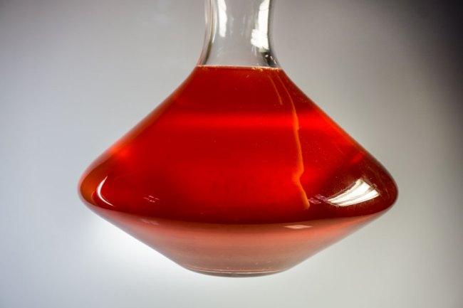 растворенный в небольшом количестве подогретого вина сахар