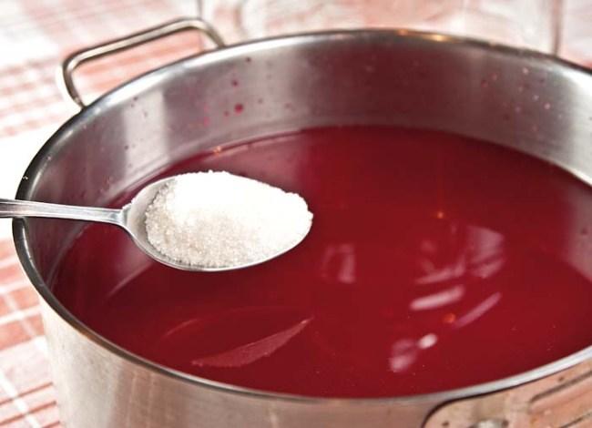 подкормка винных дрожжей сахарным песком