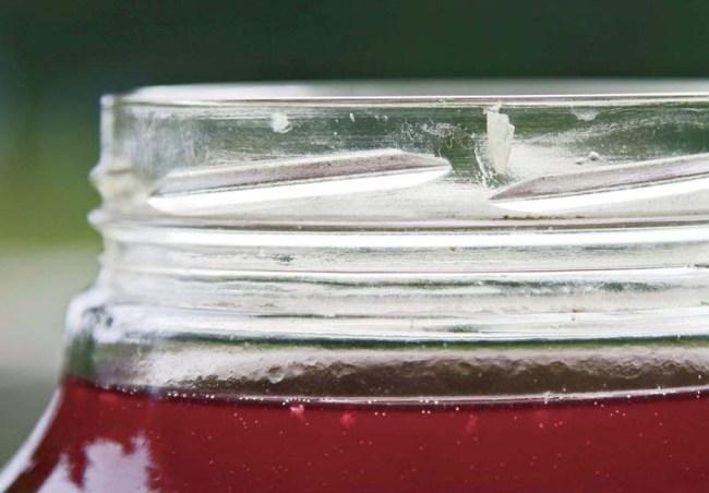 остатки мезги, выталкиваемые газами на поверхность вина
