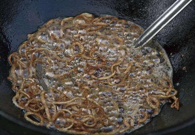 обжарка лука для украшения блюда