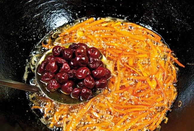 добавление вишни в плов с вишней и с курицей