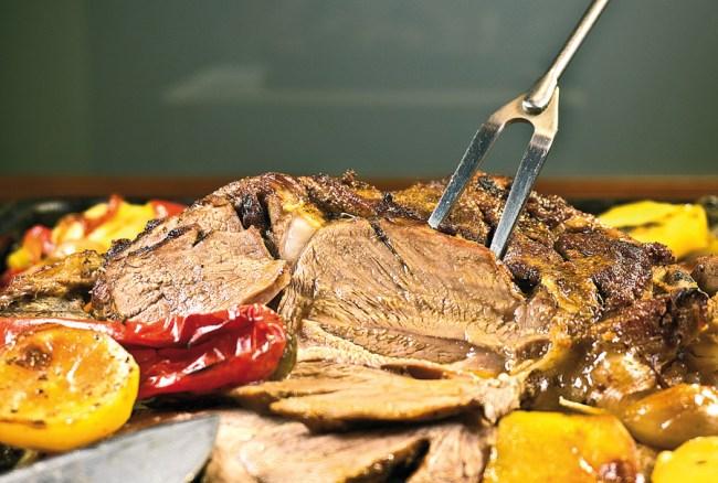 мясо и овощи, запеченные в духовке