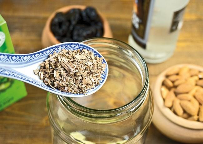 добавление коры дуба или дубовой щепы для настойки под коньяк