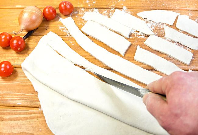 нарезка теста для греческого пирога