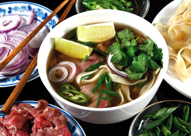 сервировка и подача супа по-ханойски фо-бо