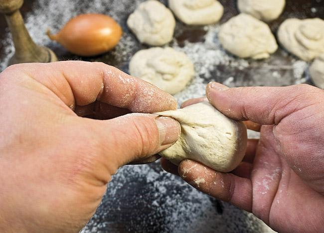 формирование тестяных заготовок для узбекской лепешки