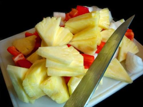 нарезка ананаса для говядины с ананасами