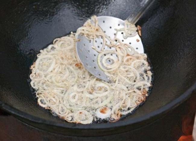 обжарка лука для приготовления бахша - вегетарианского плова