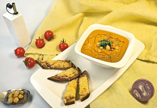 сервировка и подача горохового (нутового) супа-пюре с помидорами