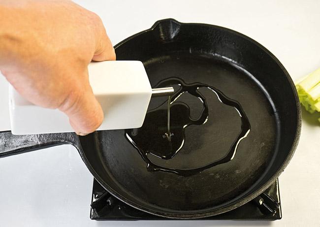 приготовление заправки для горохового (нутового) супа-пюре с помидорами