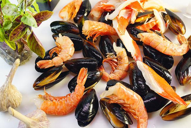 """морепродукты для спагетти с морепродуктами, приготовленных в """"мешочке"""""""
