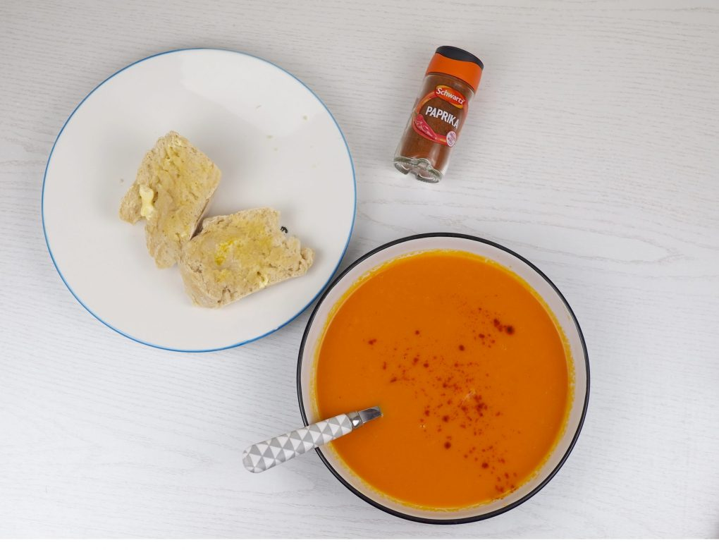 Easy tomato and paprika soup