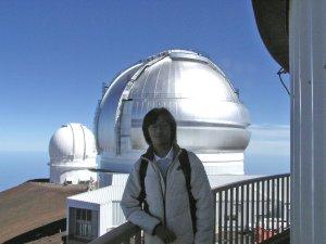 Hanin di depan teleskop Hawaii