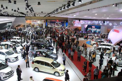 Penjualan Mobil Terperosok 13,5%, BI Pangkas Aturan Uang Muka Kredit Otomotif