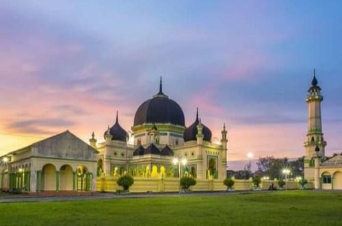 gambar masjid azizi tanjung pura langkat