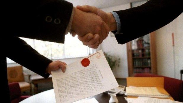 Memberikan pelayanan sebaik-baiknya - 4 Hal yang Perlu Anda Perhatikan Saat Memilih Jasa Notaris Murah - inapex.co.id
