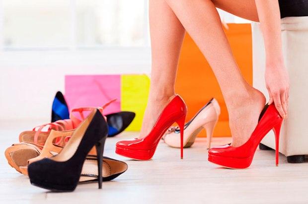 zapatos nuevos de mujer
