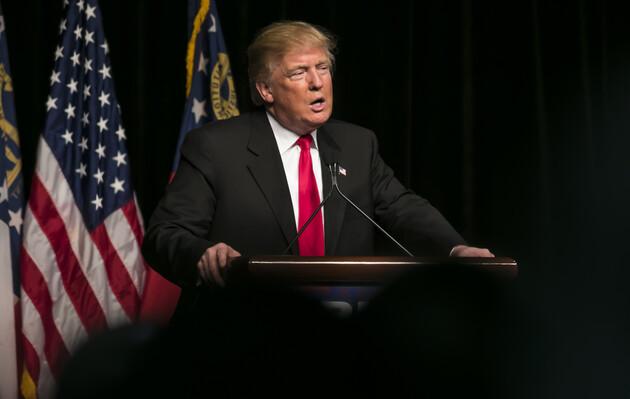 Два близких к Трампу банка разорвали с ним отношения
